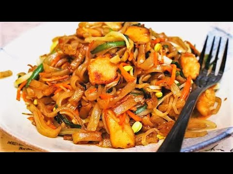 BETTER THAN TAKEOUT - Chicken Chow Mein (Chinese Stir Fry Noodles)