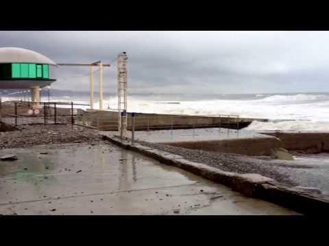 Сильнецший шторм в Сочи. Пляж санатория Спутник