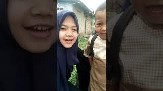 Tante dan ponakan Sekolah