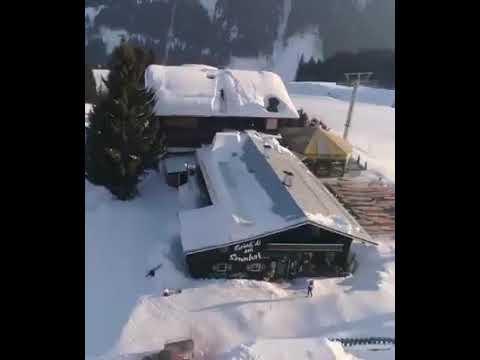 BICICLETTA ACROBATICA sui tetti INNEVATI...