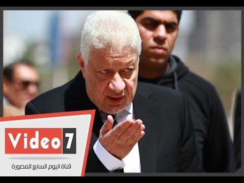 مرتضى منصور يحرج شاب حاول التقاط صورة معه اثناء افتتاح للنادي