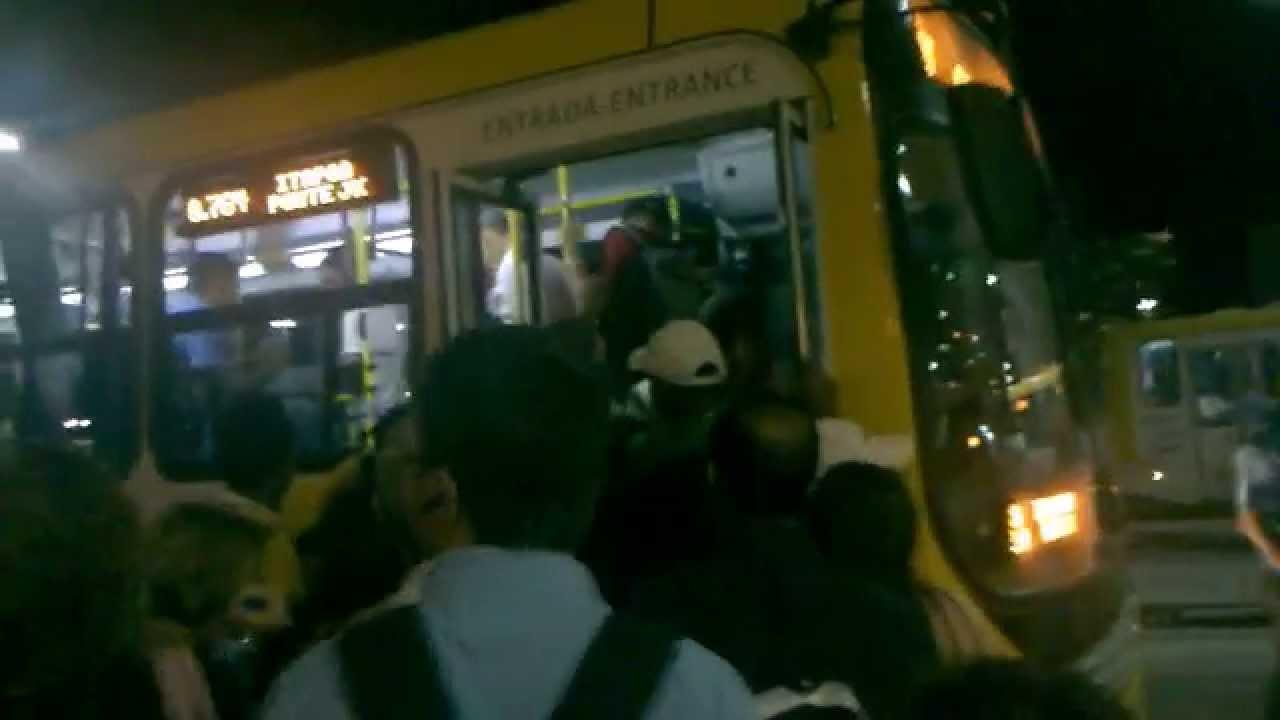 Onibus lotado em brasilia - YouTube