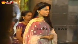 Actress Shriya Visits Tirumala Venkateswara Swamy Temple || Tirupati