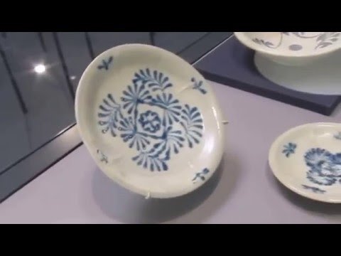 Belitung wreck 3 Tang Blue and white plates in Asian Civilisation museum