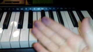 Как сыграть на синтезаторе песню В Лесу Родилась Ёлочка(урок 3)