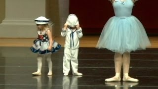 Adorable 4-Year-Old Boy Refuses To Face Audience During Ballet Recital