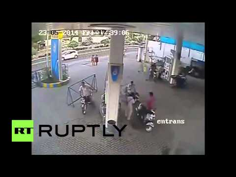 India: Nightmare! Phone turns into fireball at a petrol station