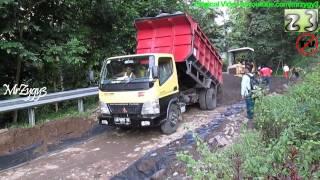 Dump Truck Mitsubishi Fuso Canter Colt Diesel HD125PS Unloading Dirt