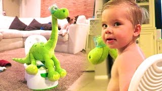 POOPING WITH DINOSAURS!