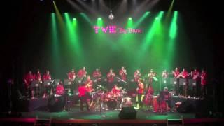 新潟県長岡市栃尾地区を本拠に活動しているアマチュアバンド TWE BigBand の2009年ライブから。 the TWE BigBand, an amateur band based in Tochio, Nagaoka ...