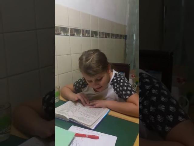 Изображение предпросмотра прочтения – СоняДружинина читает произведение «Ворона и Лисица» И.А.Крылова