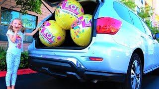 Гигантские Шары LOL CONFETTI в Маминой машине Видео для детей