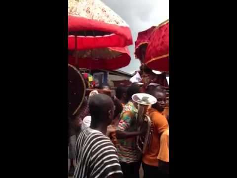 Queen Nana Sika I (Kay Morris) carried in Palanquin