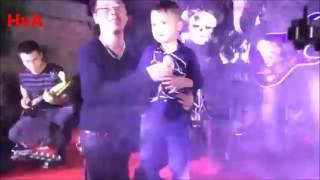 Thần đồng nhạc rock  Rocker 5 tuổi