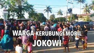 Warga Kerubungi Mobil Jokowi di Papua