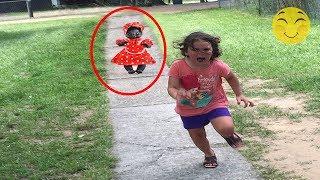 Otros 5 muñecos moviendose captados en video