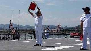 護衛艦「みょうこう」手旗信号デモ