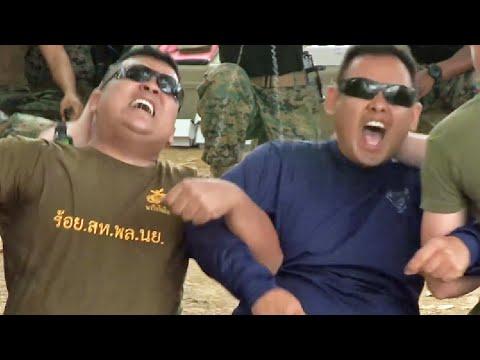 アーー!絶叫! テーザー銃(Taser)の威力を初体験するタイ軍兵士