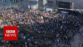 Thousands attend Tommy Robinson BBC demo - BBC News