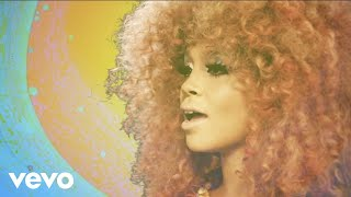 Смотреть клип Lion Babe - The Wave Ft. Leikeli47