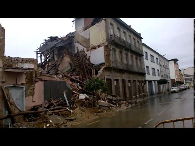 Las intensas lluvias derriban una casa semirruinosa en Monforte