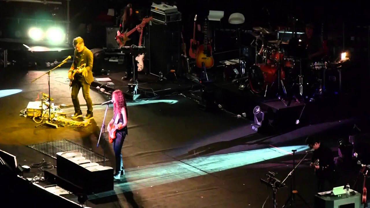 躺在你的衣櫃 陳綺貞 時間的歌演唱會(香港站) 2014 - YouTube