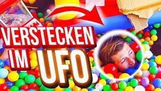 Verstecken im Bällebad im UFO #2