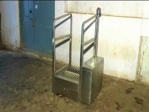 WASH STATION AND SHOE SOLE CLEANING MACHINE.