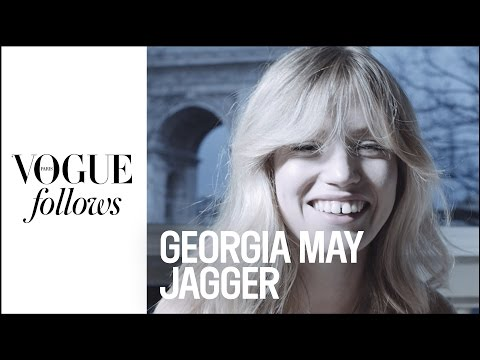 Georgia May Jagger : What's in her bag at Fashion Week?  | #VogueFollows | VOGUE PARIS