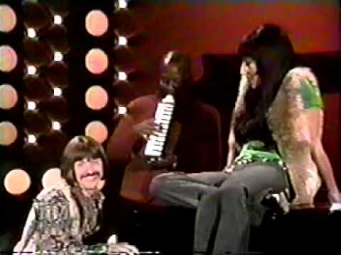 Sonny and Cher Reminisce and Perform Baby Don't Go 1977