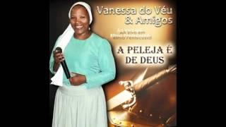 Vanessa do Véu Pisa na Cabeça da Serpente