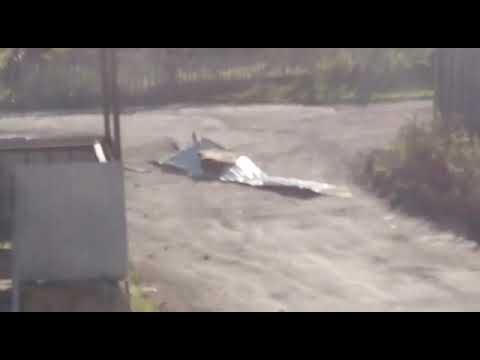 Штормовой ветер срывает крыши с домов  во Взморье