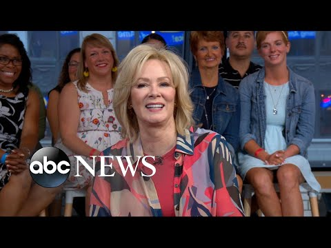 Jean Smart says her character in 'A Simple Favor' wouldn't win 'mom of the year award'