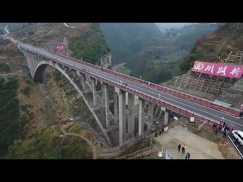 شاهد: جسر على ارتفاع 160 متراً لربط ثلاثة أقاليم في جنوب الصين…  - نشر قبل 9 ساعة