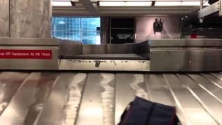Video United's Denver International Airport Baggage Claim download MP3, 3GP, MP4, WEBM, AVI, FLV Juni 2018