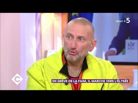 En grève de la faim, il marche vers l'Élysée - C à Vous - 28/11/2018