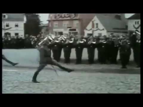 So gehen die Deutschen, die Deutschen, die gehen so. So gehen die Gauchos, die Gauchos, die gehen so