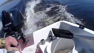 Гидрокрыло на Suzuki DF6(испытания гидрокрыла, лодка пластиковая с тримаранными обводами 2,85м вес 52кг., мотор Suzuki DF6 25кг, бак 10л, рулев..., 2013-04-20T12:44:53.000Z)