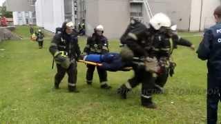 Пожарные эвакуируют из здания пострадавших(8 сентября в Москве прошли УЧЕНИЯ в здании МГТУ ГА (Московский Государственный Технический Университет..., 2015-09-11T19:02:32.000Z)