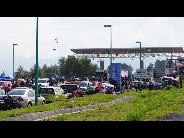 Maestros de la CNTE toman caseta en la Autopista Zitácuaro - Lengua de Vaca