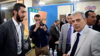 أخبار اليوم | عمرو موسى يرافق «نصار» في جولة بملتقى جامعة القاهرة الأول للتوظيف