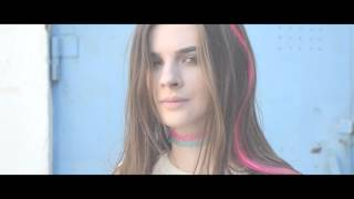 Emilia Dingo - Hello, 90s