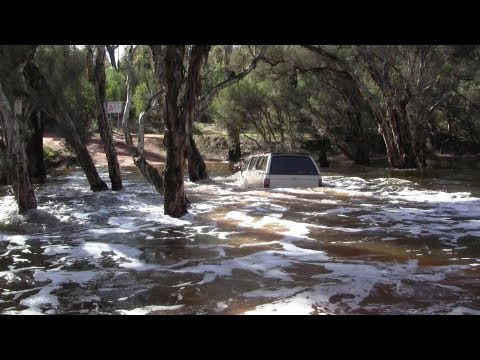 Hilux Deep River Crossing.mpg