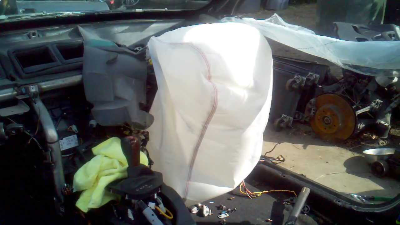 passenger airbag being deployed on bmw e39 540i youtube. Black Bedroom Furniture Sets. Home Design Ideas