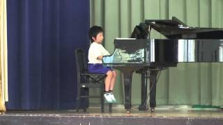 2年生。学校で演奏。