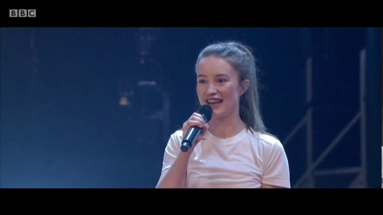 Sigrid - Strangers. The Graham Norton Show. BBC1. 19 Jan 2018