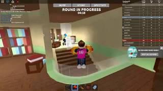 Roblox um jogo muito legal o jogo é chamado Freeze tag