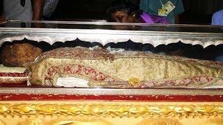 3 बार दफनाने के बाद भी नहीं सड़ी ये बॉडी, 450 साल से मौजूद है ये 'दिव्य' शरीर