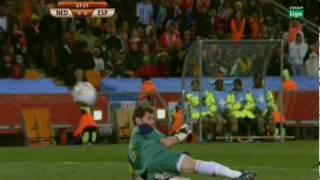 Parada de Casillas a Robben en la final del mundial....