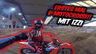 Slowmotion Rennen gegen Izzi - Erstes Mal Elektro-Motocross!